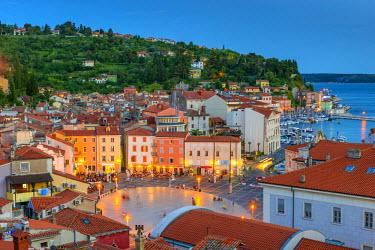 SV02116 Slovenia, Primorska, Piran, Old Town, Tartinijev trg (Tartini Square)