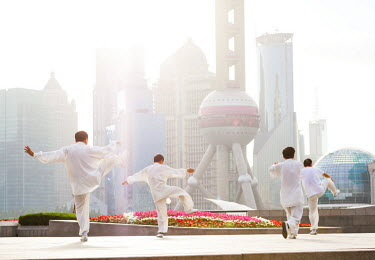 CH10224AW China, Shanghai. Chinese men practising Tai Chi on the Bund (MR)
