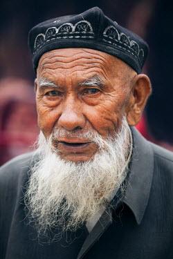 CH10240AW China, Xinjiang, Kashgar. Old uyghur man at local bazaar
