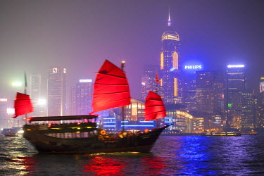 CH10256AW Hong Kong, China. Traditional chinese junk sail in Victoria harbour
