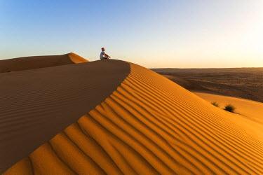 OMA2508AW Oman, Wahiba Sands. Tourist on the sand dunes (MR)