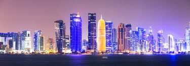 QAT0010AW Qatar, Doha. Skyline with skyscrapers, at night from the Corniche