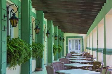 CB01532 Cuba, Havana, Terrace bar/Restaurant at Hotel Plaza