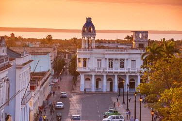 CB02088 Cuba, Cienfuegos, View of Parque Mart� and Casa de la Cultura Benjamin Duarte - former Palacio de Ferrer (1918)