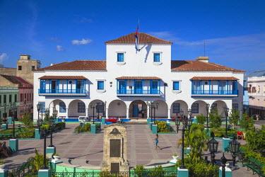 CB02165 Cuba, Santiago de Cuba Province, Santiago de Cuba, Parque Cespedes (main city square) looking towards the town hall and Governor's House, where Fidel Castro spoke for the first time to the population,...