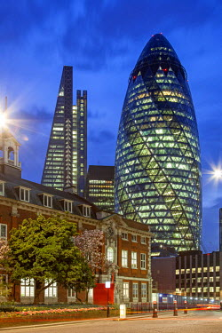 Seen from Aldgate High Street. On the left 122 Leadenhall Street, on the right 30 St. Mary Axe.
