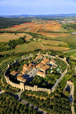 HMS1760826 Italy, Tuscany, Val d'Elsa, Monteriggioni, fortified medieval village circular shaped (aerial view)