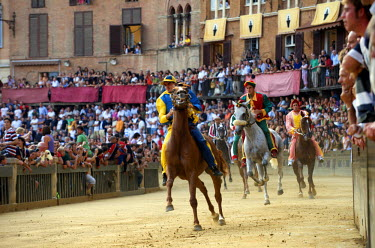 HMS0365210 Italy, Tuscany, Sienna, historic centre (UNESCO World Heritage Site), Piazza del Campo, the Palio, the general trial run