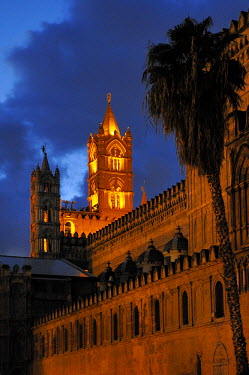 HMS0495365 Italy, Sicily, Palermo, the cathedral at night