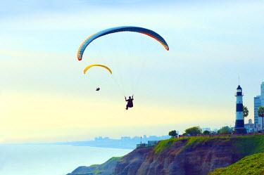 PU01027 Peru, Lima, Paragliders, Pacific Cliffs, El Faro Lighthouse, Miraflores District