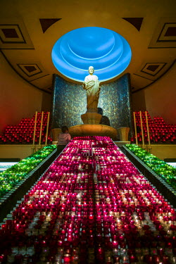 CA04132 Canada, Quebec, Montreal, Oratory of Saint Joseph, chapel and votive candles