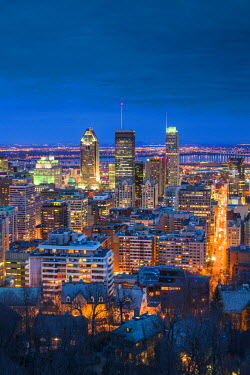 CA04134 Canada, Quebec, Montreal, Oratory of Saint Joseph, elevated city view from Mount Royal Park