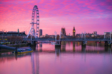 UK10858 England, London, Southbank, The London Eye, sunrise
