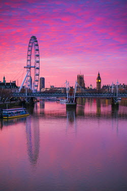 UK10859 England, London, Southbank, The London Eye, sunrise