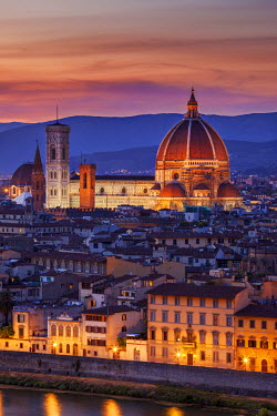 EU16BJN0359 Twilight over the Duomo, Florence, Tuscany, Italy.