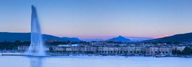 CH03696 Jet d'eau on Lake Geneva, Mont Blanc in the distance, Geneva, Switzerland