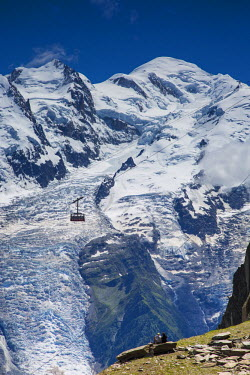 FR03133 Cable car in front of Mt. Blanc from Mt. Brevent, Chamonix, Haute Savoie, Rhone Alpes, France