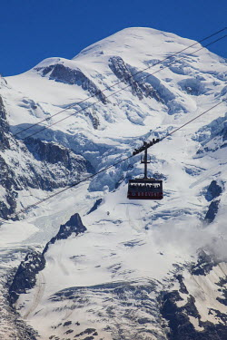 FR03138 Cable car in front of Mt. Blanc from Mt. Brevent, Chamonix, Haute Savoie, Rhone Alpes, France