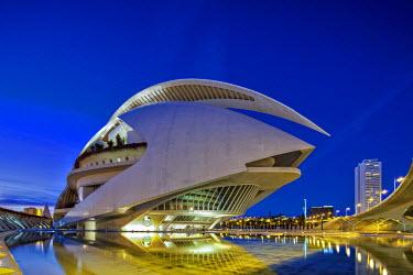 SPA5547 Twilight view of the El Palau de les Arts Reina Sofia, Opera House, and the Pont de Montolivet Bridge located in the City of Arts and Sciences, Ciutata de les Arts i les Ciencies, Valencia, Spain.