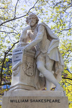 TPX44697 England, London, Leicester Square, Shakespeare Statue