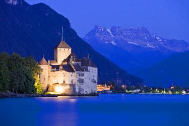 HMS0638269 Switzerland, Canton of Vaud, Lake Geneva, Veytaux, Chillon Castle at South Montreux