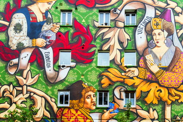 SPA5598AW Colorful large scale street art mural on a building's facade in the old town of Vitoria-Gasteiz, Alava, Basque Country, Spain