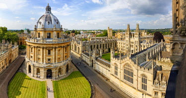 ENG11566AW Europe, United Kingom, England, Oxfordshire, Oxford, Radcliffe Camera and All Souls College
