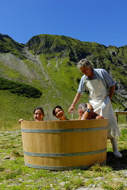HMS0305543 Switzerland, Bern region (Bernese Oberland), Gstaad, whey bath at Alp Turnel, altitude chalet at 1900m high