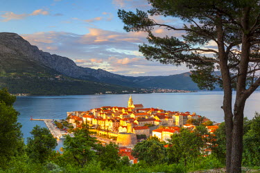 CR07228 Elevated view over picturesque Korcula Town illuminated at sunset, Korcula, Dalmatia, Croatia
