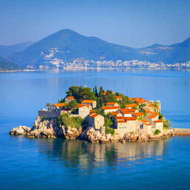MR01170 The picturesque island village of Sveti Stephan, Sveti Stephan, Montenegro