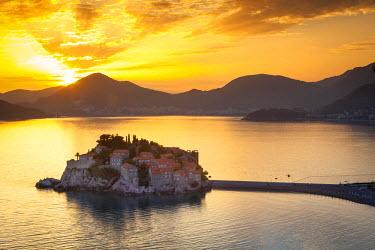 MR01175 The picturesque island village of Sveti Stephan illuminated at sunset, Sveti Stephan, Montenegro