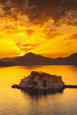 MR01176 The picturesque island village of Sveti Stephan illuminated at sunset, Sveti Stephan, Montenegro