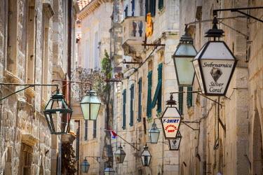 CR07210 Picturesque street in the Stari Grad (Old Town), Dubrovnik, Dalmatia, Croatia