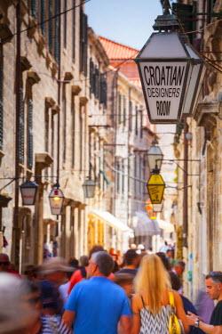 CR07211 Picturesque street in the Stari Grad (Old Town), Dubrovnik, Dalmatia, Croatia