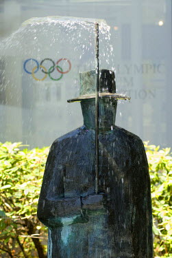 HMS0566948 Switzerland, Canton of Vaud, Lausanne, Olympic museum in Lausanne, sculpture by Jean Michel Folon