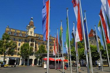 HMS0566988 Switzerland, Canton of Vaud, Lausanne, flags on the Place de la Navigation