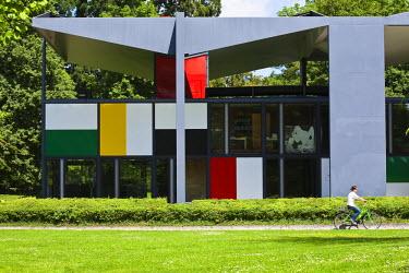 HMS0320017 Switzerland, Zurich, Zurichhorn Park, Heidi Weber Museum, last architectural work by the Swiss architect Le Corbusier finished in 1967