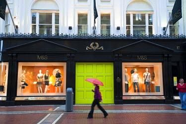 HMS0297816 Republic of Ireland, Dublin, Grafton Street, pedestrian street with shops