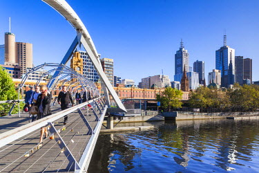 AS02300 Australia, Victoria, VIC, Melbourne, Yarra River footbridge and skyline, morning