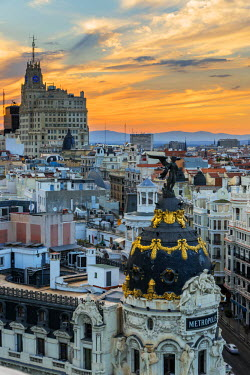 SPA5626AW Skyline with Metropolis building and Gran Via street at sunset, Madrid, Comunidad de Madrid, Spain