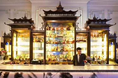 HMS0363906 United Kingdom, London, Regent Street, The Langham hotel opened in 1865 where Oscar Wilde, Mark Twain, Somerset Maugham, Conan Doyle amongst others used to go, Artesian bar
