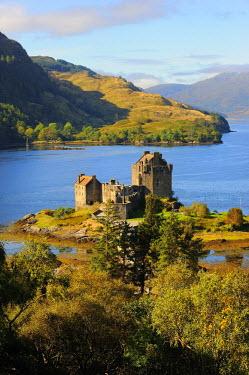 HMS0375930 United Kingdom, Scotland, Highland, Dornie, Castle of Eilean Donan