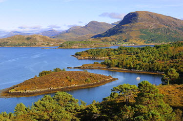 HMS0375950 United Kingdom, Scotland, Wester Ross, The Loch Torridon near Shieldaig