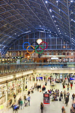 HMS0681230 United Kingdom, London, King's Cross, St. Pancras International Station, the new Eurostar Station, hall Barlow and the shopping area The Arcade and the Olympic Rings, in prevision of the Summer 2012 L...