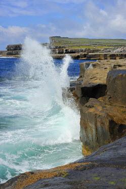 HMS0817563 Ireland, County Galway, Aran Islands, Inishmore, The ocean near Poll na Bleist