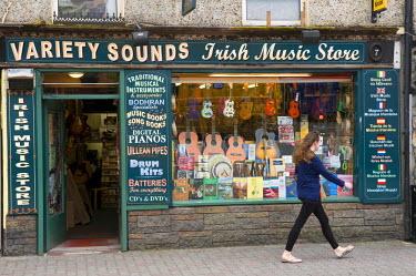 HMS0893681 Ireland, County Kerry, Killarney, music store