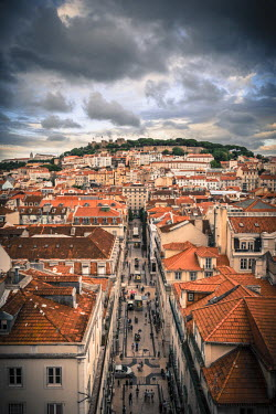 PT01289 Portugal, Lisbon, rooftop view of Baixa District with Sao Jorge Castle and Alfama District beyond