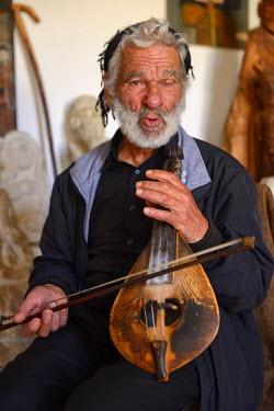 GRE0829AW Elderly musician in Anogia, Crete, Greece, Europe