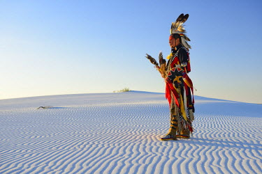 USA9396AW Native American in full regalia, White Sands National Monument, New Mexico, USA MR