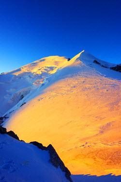 FRA8310 Europe, France, Haute Savoie, Rhone Alps, Chamonix Valley, Mont Blanc 4810m, climbers on Mt Blanc, sunrise